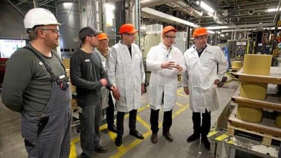 DMT og politikere på besøg hos Umicore
