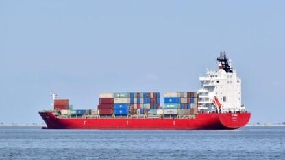 Regeringen lover effektiv kontrol med svovlemissioner fra skibe